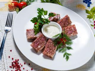 Холодец по-сербски с хреном