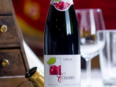 Вино из вишни, полусладкое